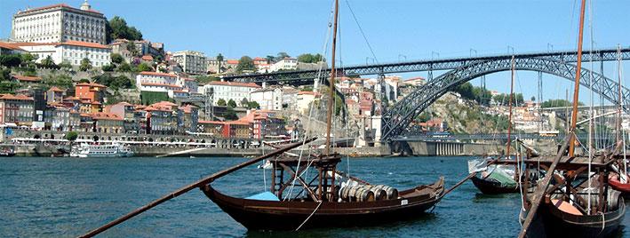 Ponte Maria Pia und Rabelos in Porto
