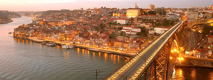 Ponte Maria Pia und Porto bei Dämmerung