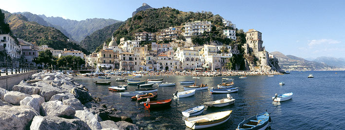 Salerno liegt an der wunderschönen Amalfiküste