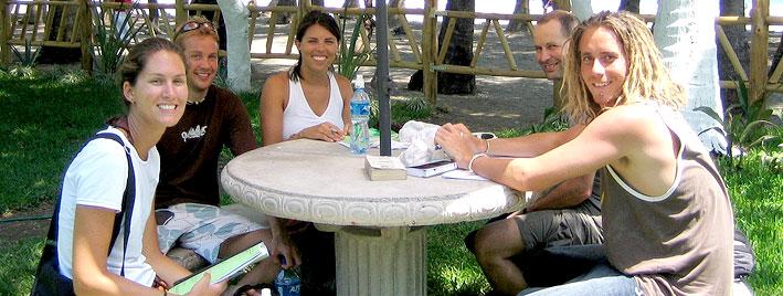 Sprachschüler lernen Spanisch in Samara Beach