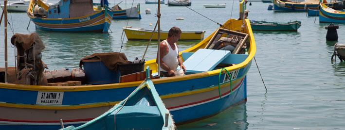 Farbenprächtiges Boot auf Malta