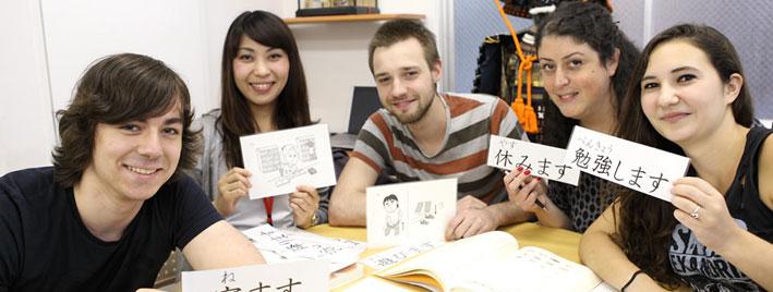Erlernen der japanischen Schriftzeichen in Tokio