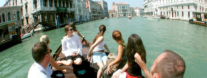 Sprachschüler entdecken Venedig mit dem Boot