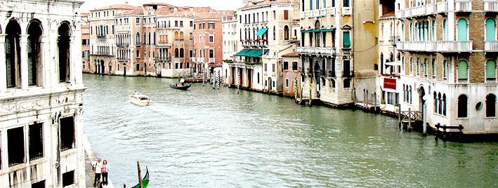 Italienische Flusskulisse, Venedig