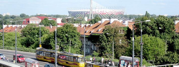 Nationalstadion und Straßenbahn in Warschau