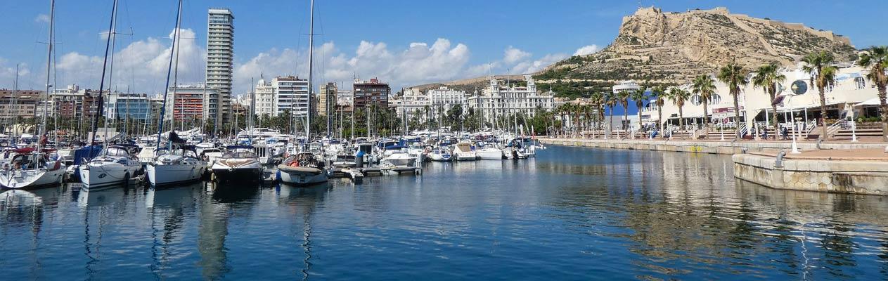 Alicante Yachthafen und die Castillo de Santa Barbara
