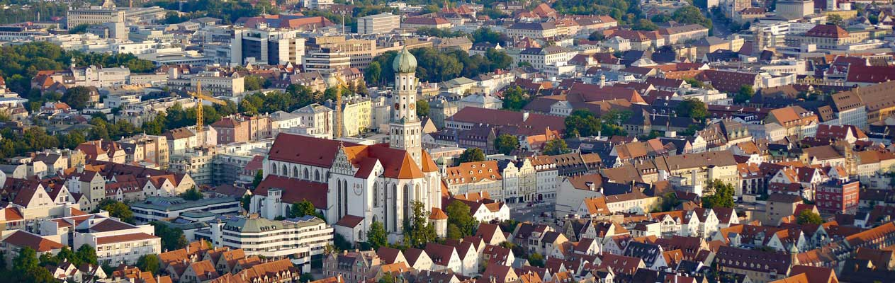 Aussicht von den Dächern und dem Augsburger Dom in Deutschland