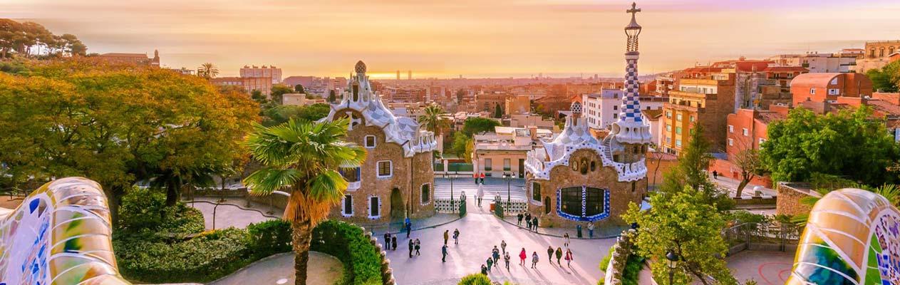 Parc Güell während des Sonnenuntergangs in Barcelona, Spanien