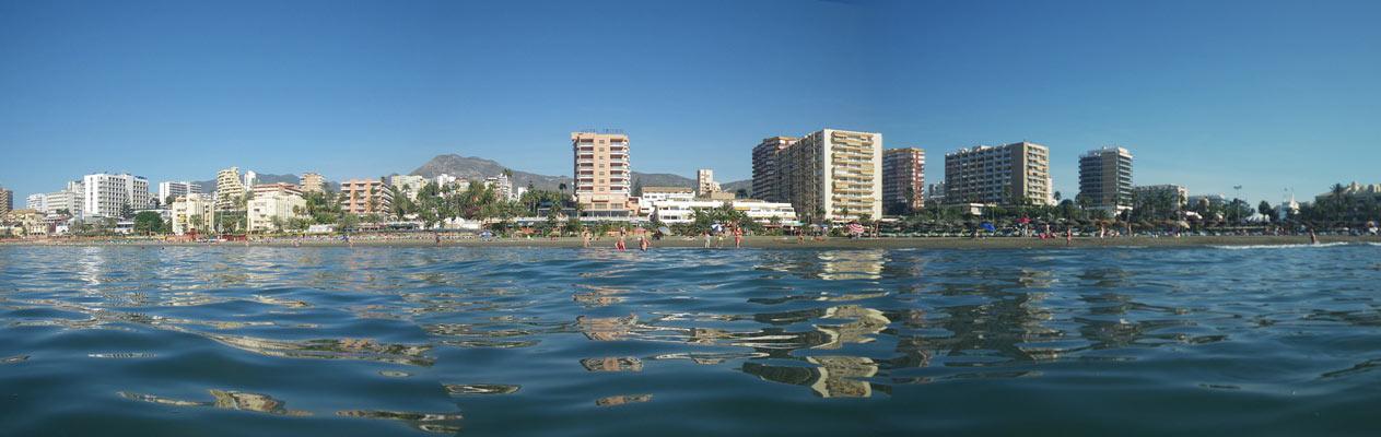 Die Küste von Benalmadena vor dem Alborán-Meer