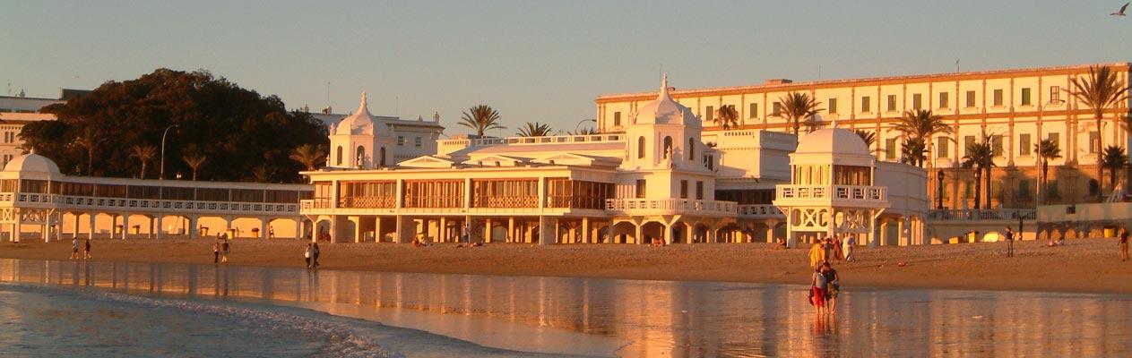 Sonnenuntergang am Strand in Cadiz