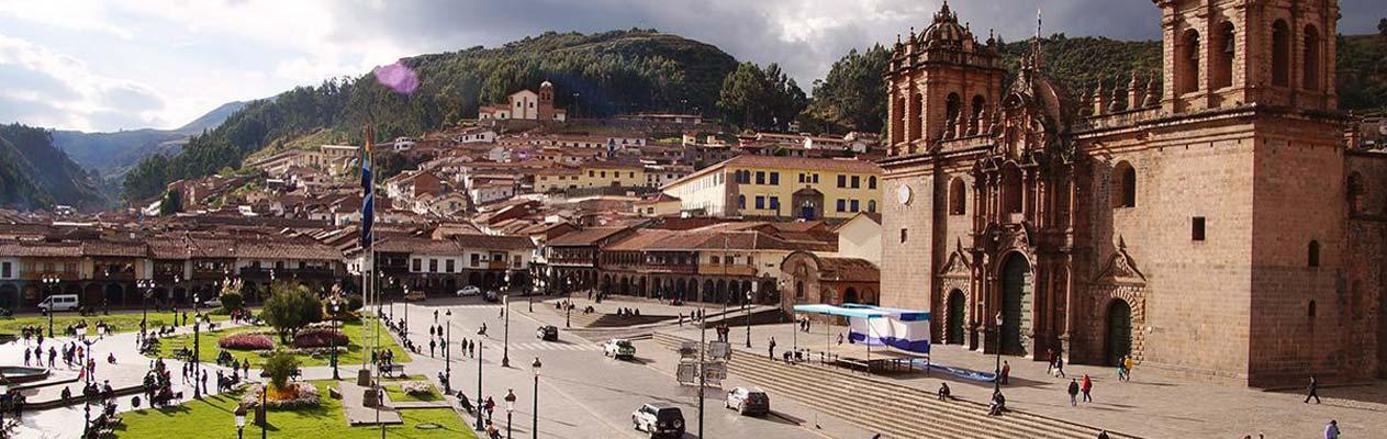 Die Kathedrale von Cusco und der Hauptplatz, Cusco, Peru