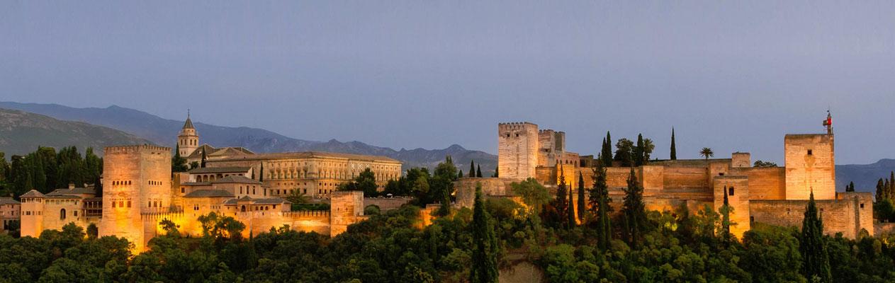Alhambra in der Dämmerung, Granada