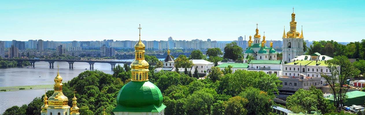 Innenstadt von Kiew und Kirchen in Ukraine