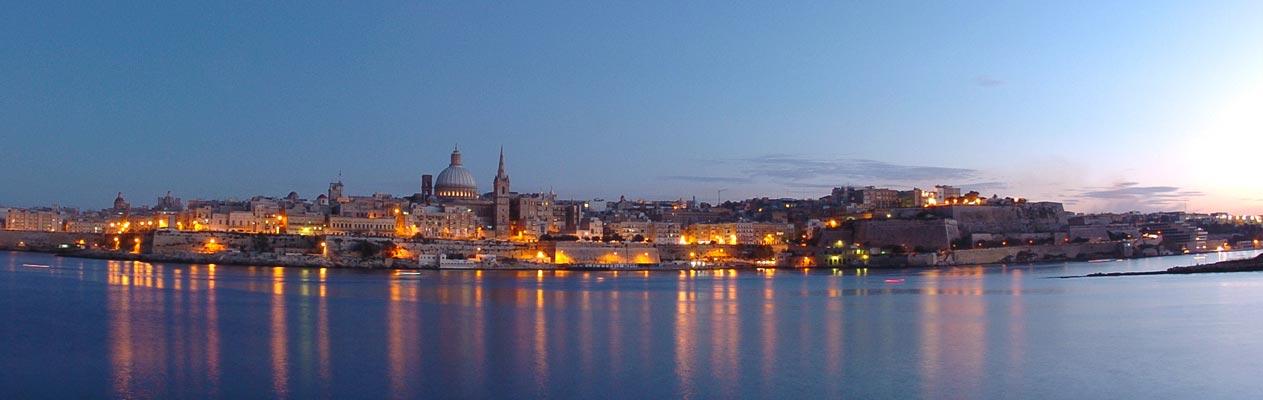 Valletta, Hauptstadt von Malta bei Dämmerung