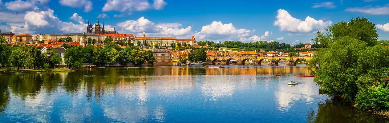 Aussicht auf Prag von der Moldau