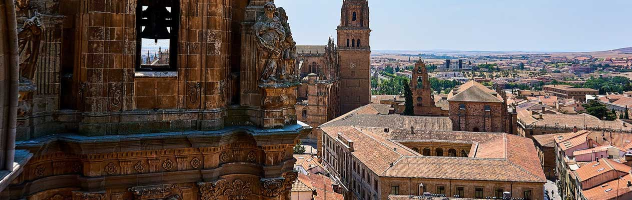 Salamancas päpstliche Universität und die spanische Landschaft