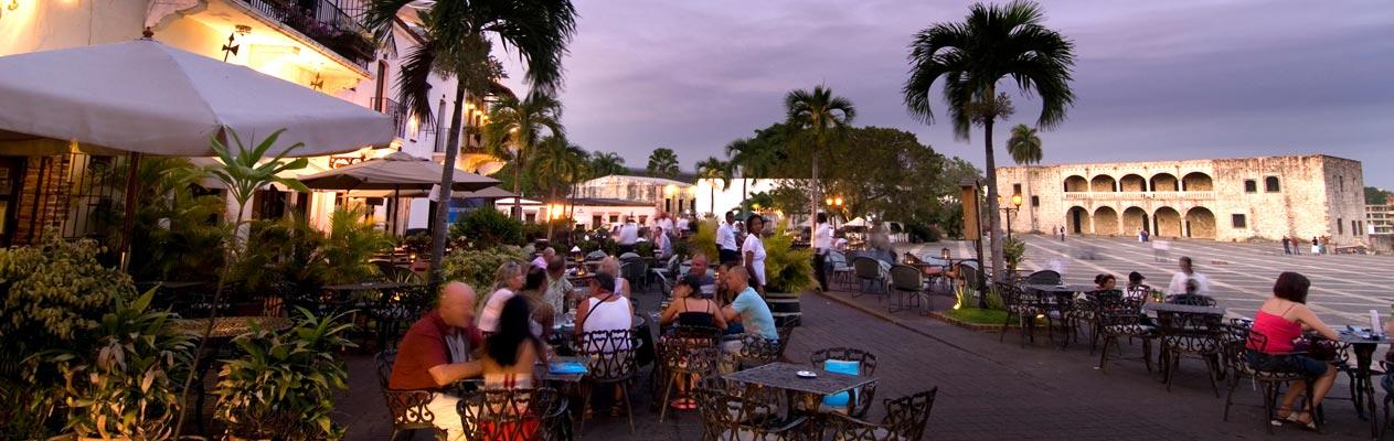 Café bei Sonnenuntergang, Santo Domingo, Hauptstadt der Dominikanischen Republik