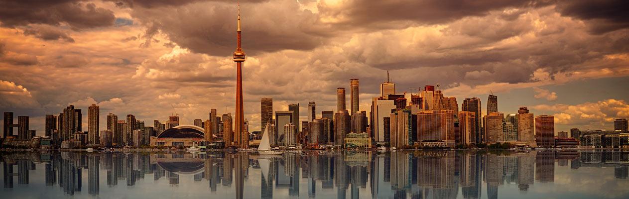 Toronto Skyline bei Sonnenuntergang vom Centre Island