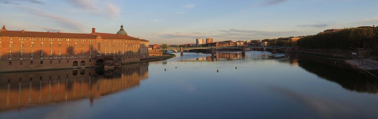 Toulouse vom Garonne in Frankreich